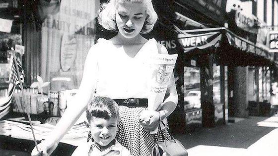 Helen Merrill et son fils Alan