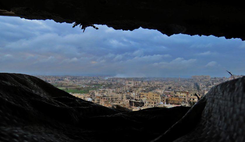 Vue générale sur le quartier d'al-Zabdiya au sud-est d'Alep où on reprend les frappes du régime