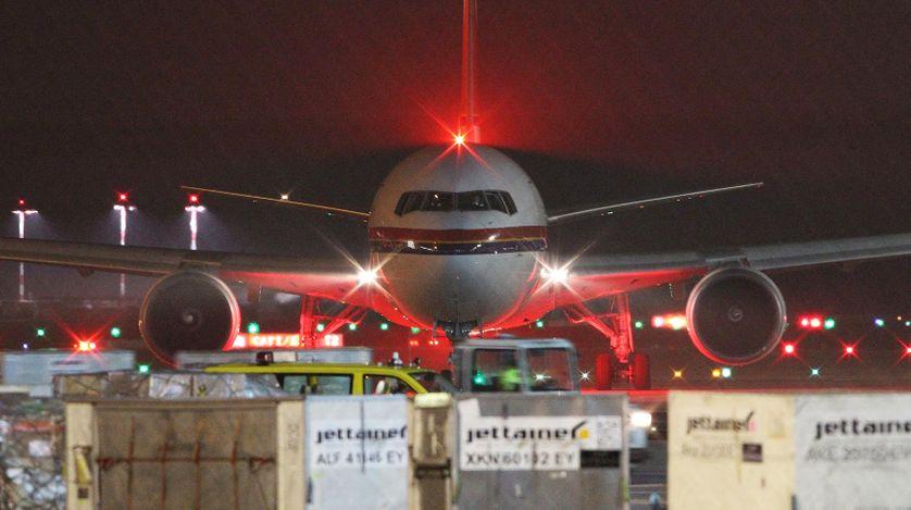 Un avion s'apprête à décoller de Francfort pour reconduire des réfugiés dans leur pays d'origine, l'Afghanistan.