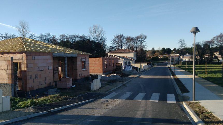Des maisons en construction dans le lotissement des Aulnes.