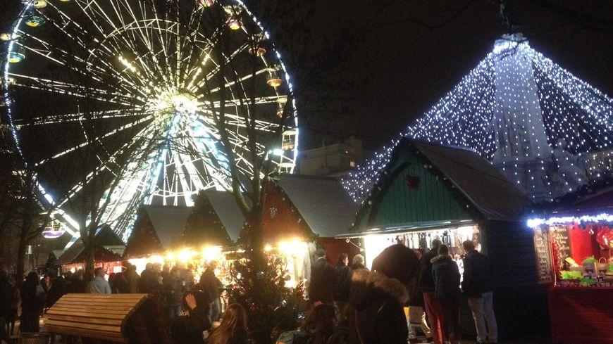 Le marché de Noël, place de la République à Dijon
