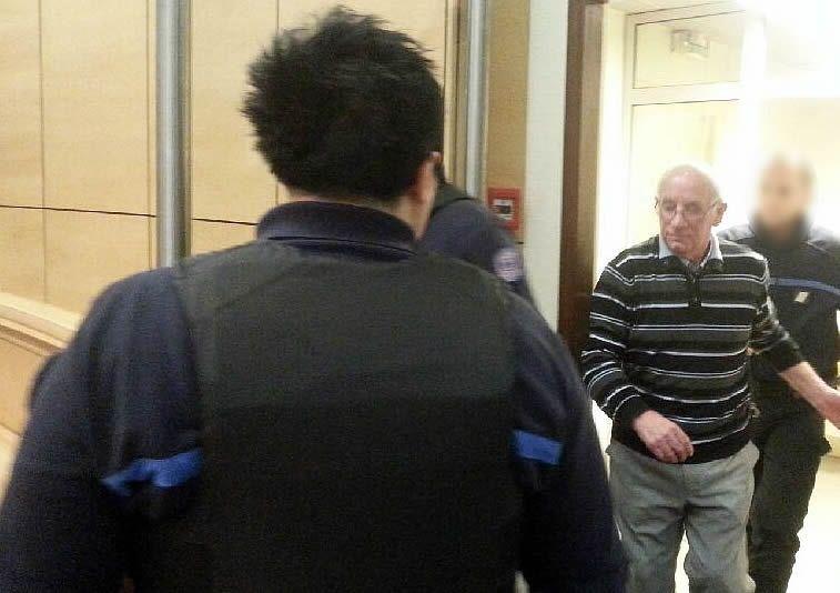 Claude ducos entrant dans la salle au matin du troieme jour