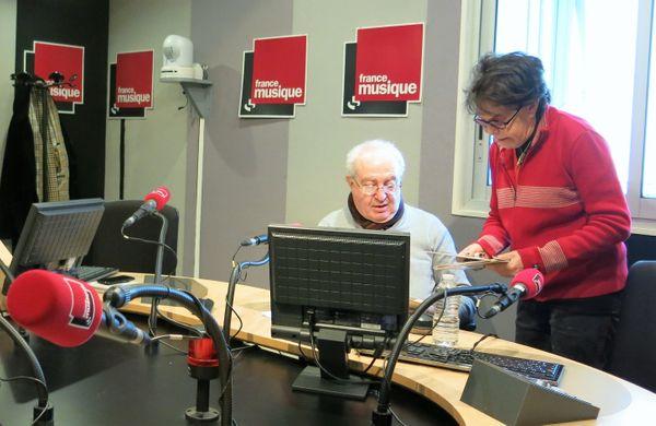 France Musique, studio 141, pendant l'émission ! ... Serge Elhaïk qui anime une chronique & la lumineuse Dani, chanteuse, écrivaine mais aussi actrice (de g. à d.)