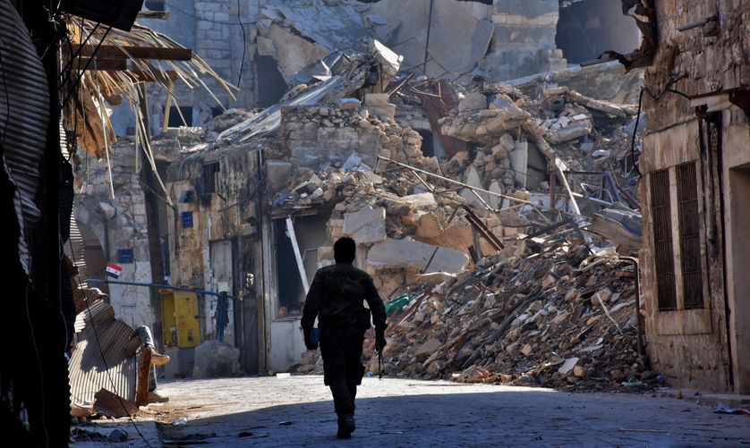 Un soldat syrien dans la vieille ville d'Alep, quartier de Bab al-Nasr (9 décembre 2016)