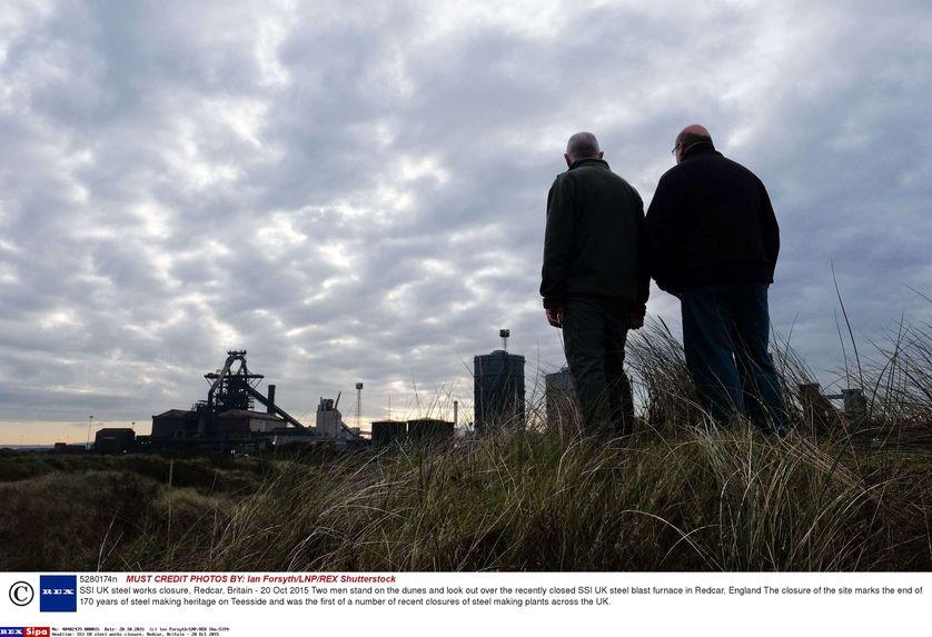 Deux anciens salariés de l'usine d'acier SSI UK de Redcar, North Yorkshire, fermée en 2015