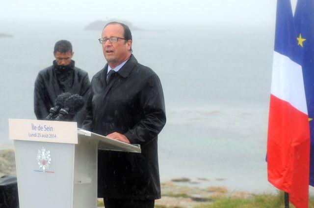 François Hollande avait tenu à prononcer son discours sur l'île de Sein sans parapluie, malgré les averses qui tombaient ce jour-là.