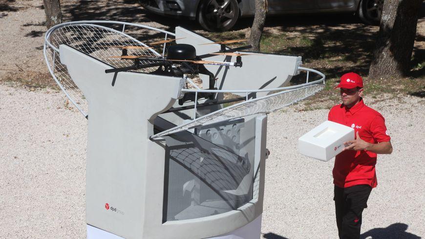 La poste, en association avec l'entreprise DPDgroup va livrer les colis par drone dans le Var.