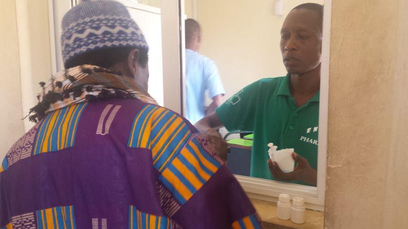 Tous n'acceptent pas de venir se faire soigner, mais pour ceux qui font l'effort, ce centre de Dakar propose un suivi médical avec distribution quotidienne de méthadone
