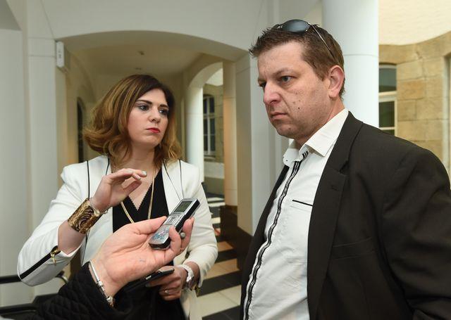 Raphael Halet avec son avocate en avril 2016 au Luxembourg