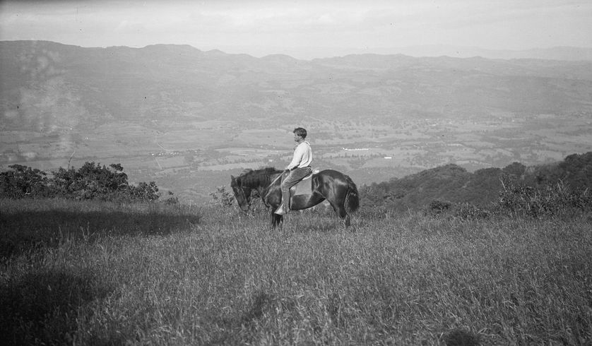 Jack London dans son ranch de la « Vallée de la Lune ». 1906.