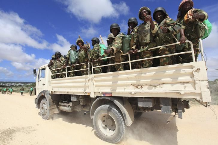 Forces burundaises de maintien de la paix dans le cadre de la mission de l'Union Africaine en Somalie (AMISOM) après des combats entre des insurgés et des soldats du gouvernement somalien ayant éclatés dans la banlieue de Mogadiscio, 22 mai 2012