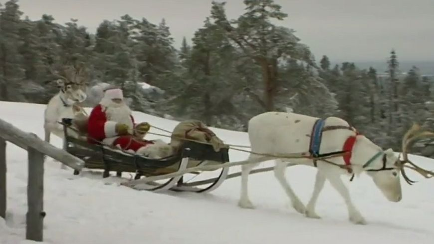Image Du Pere Noel Sur Son Traineau.Video Le Pere Noel A Quitte La Finlande Pour Distribuer