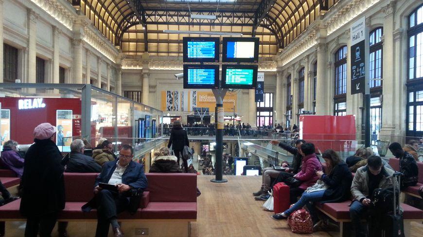 Le hall 1 lumineux et moderne de la gare de Bordeaux Saint-Jean