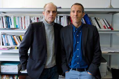 """Les deux journalistes du Monde, Fabrice Lhomme (à gauche) et Gérard Davet, démarrent une nouvelle interview politique """"Éléments de langage"""" sur Nova"""