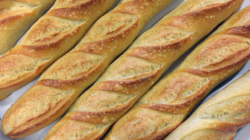 Baguettes de pain dans une boulangerie