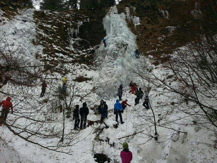 Les cascades de glace sont nombreuses en ce moment.