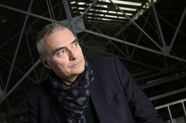 L'architecte et urbaniste Dominique Perrault pose dans son atelier à Paris le 8 avril 2016.