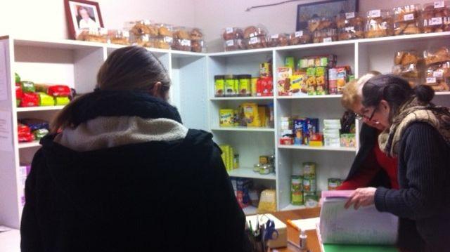 Distribution de colis alimentaire à Toucy-Entraide