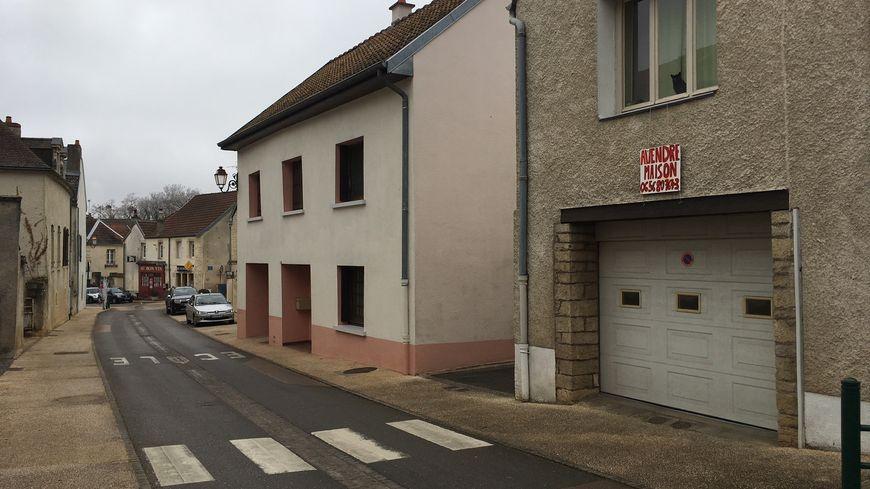 Beaucoup de maison sont à vendre à Ahuy. Les habitants s'en vont.