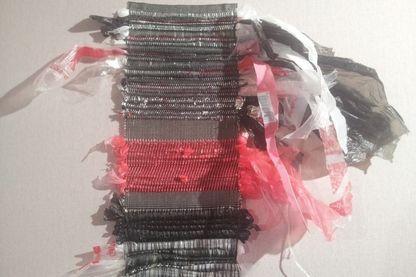 Tissage de films plastiques réalisés par Nawelle Aïneche