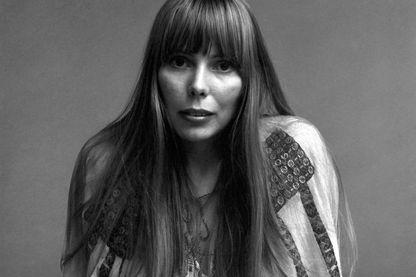 Portrait de la chanteuse et musicienne, Joni Mitchell, à New York, novembre 1968.