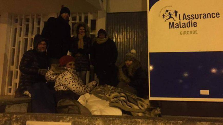Une deuxième nuit dehors pour cette infirmière libérale en conflit avec la CPAM de Gironde