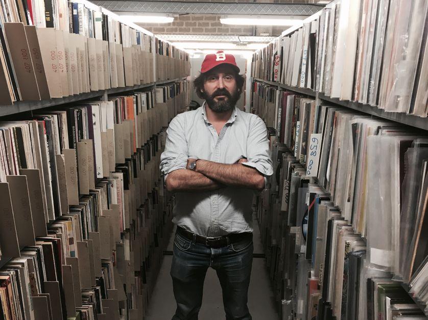 Mr. Oizo aka Quentin Dupieux dans les archives vinyles de Radiofrance