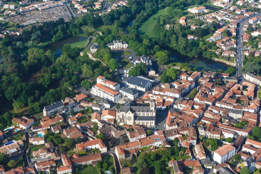 Vue aérienne de la ville de Montaigu, en Vendée