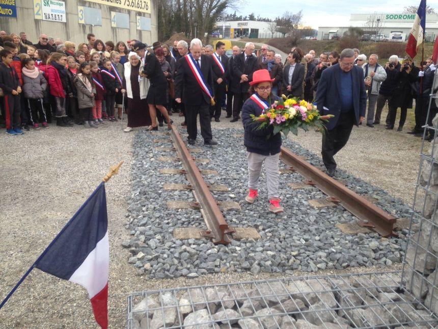Des centaines d'écoliers de Loriol et des environs ont participé à la cérémonie d'hommage aux indésirables du camp d'internement de Loriol.