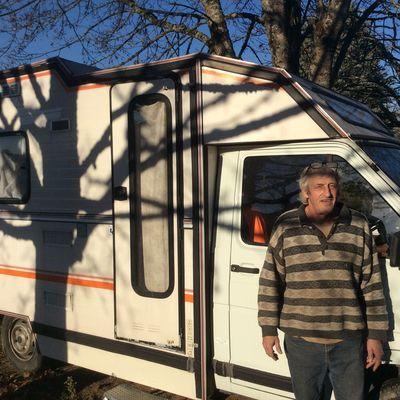 Gérard fait le tour de France avec son camping-car à la recherche des fèves