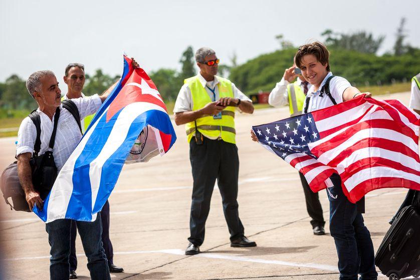 Passagers du 1er vol commercial depuis les Etats-Unis sur le tarmac de Santa Clara, à Cuba, le 31 août 2016