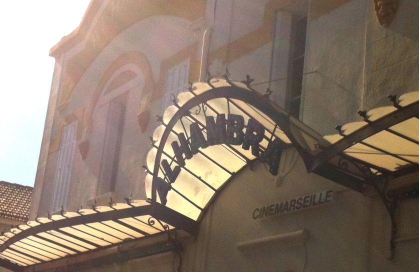La façade du cinéma l'Alhambra dans les quartiers Nord de Marseille