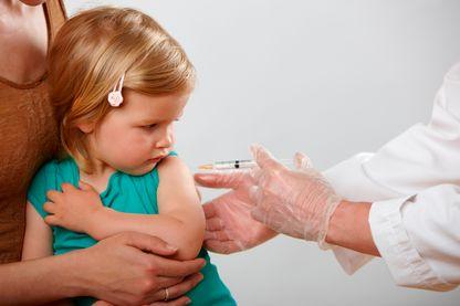Près d'un Français sur deux doute de l'innocuité et de l'efficacité des vaccins