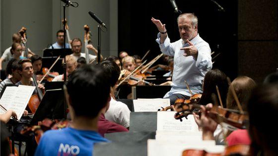 Selon le site Bachtrack Valery Gergiev est le chef d'orchestre qui a été le plus actif en 2016