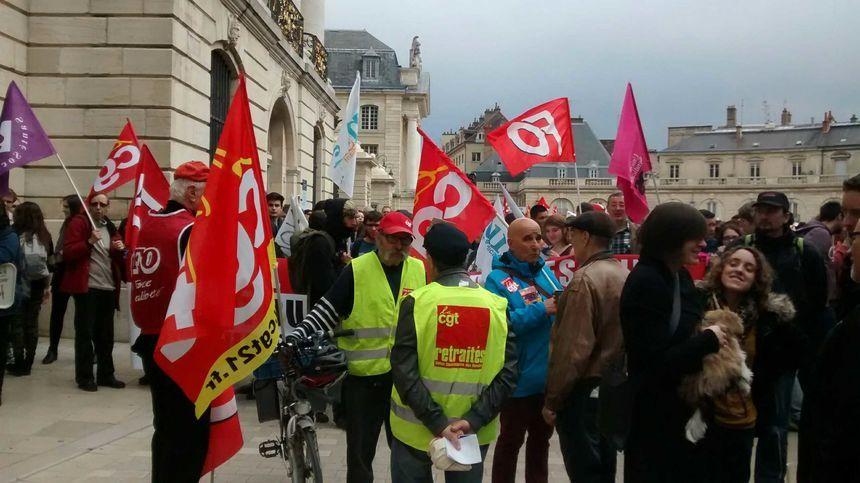 La manifestation du 31 mars 2016 à son début, place de la libération à Dijon