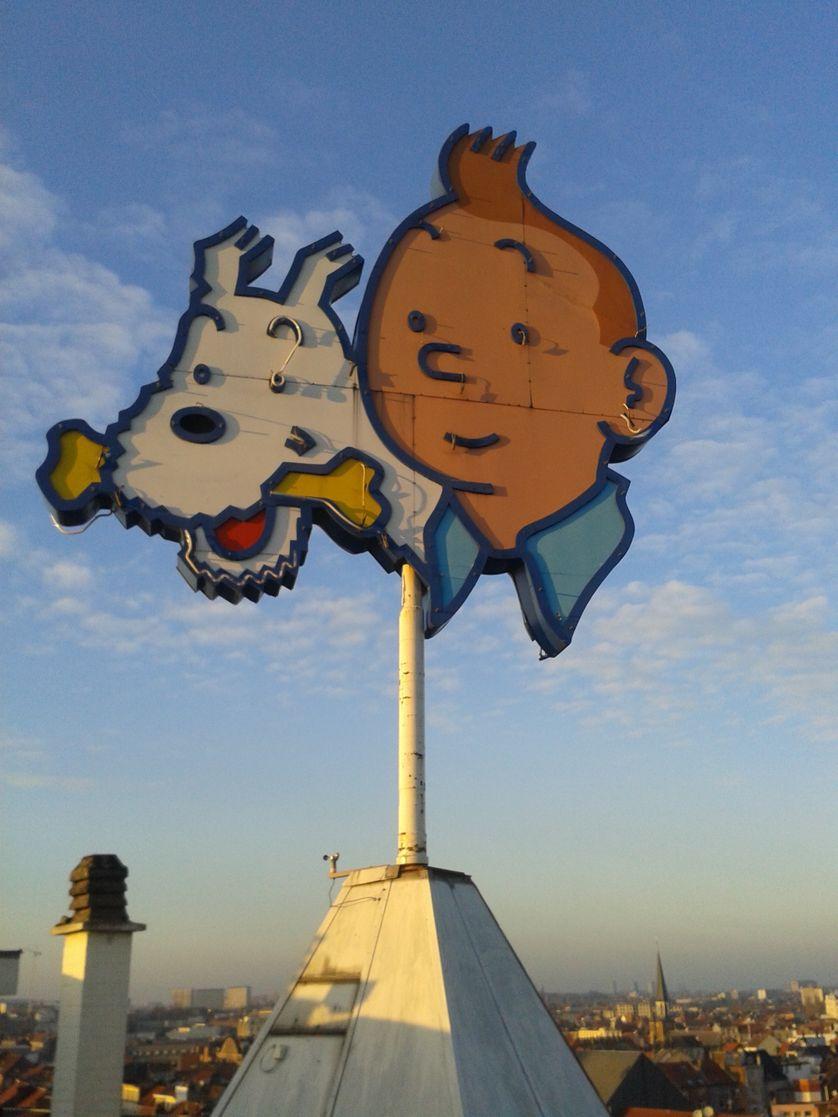 Tintin et Milou sur le toit des éditions du Lombard à Bruxelles