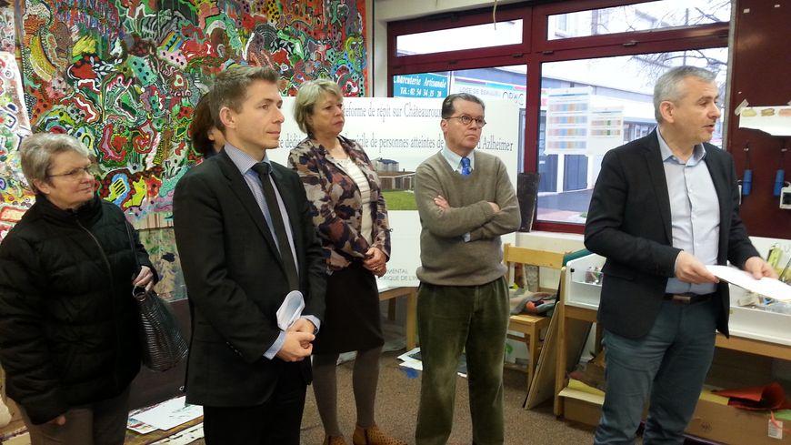 Les ateliers de la mémoire ont été inaugurés place Champagne à Châteauroux en présence du maire Gil Averous, de François Devineau, directeur du center gériatrique de l'Indre, et de plusieurs élus.