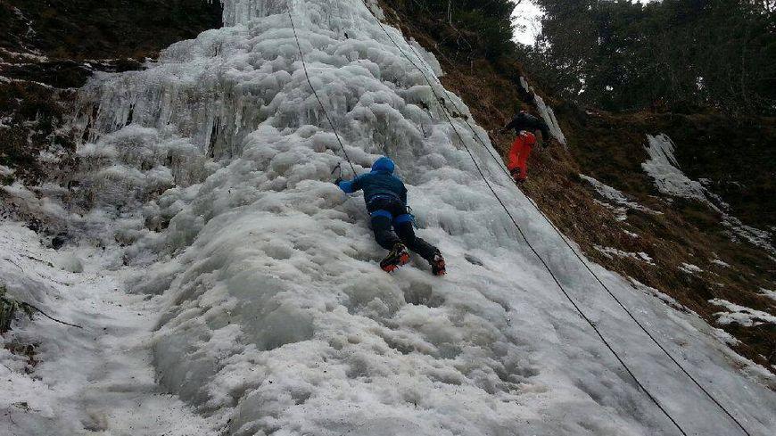 Escalade de cascade de glace au programme.