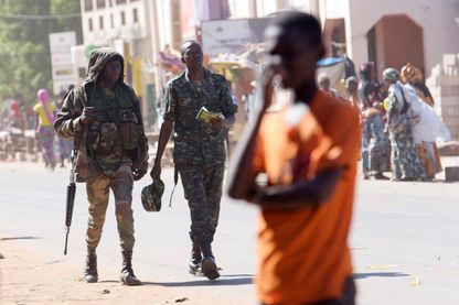 Soldats gambiens dans la ville de Soma (Gambie) le 23 janvier 2017.