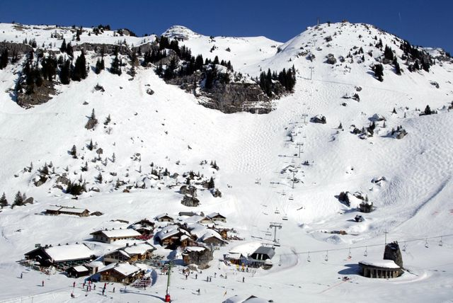 """La station de ski """"Les portes du soleil"""" , à côté d'Avoriaz"""
