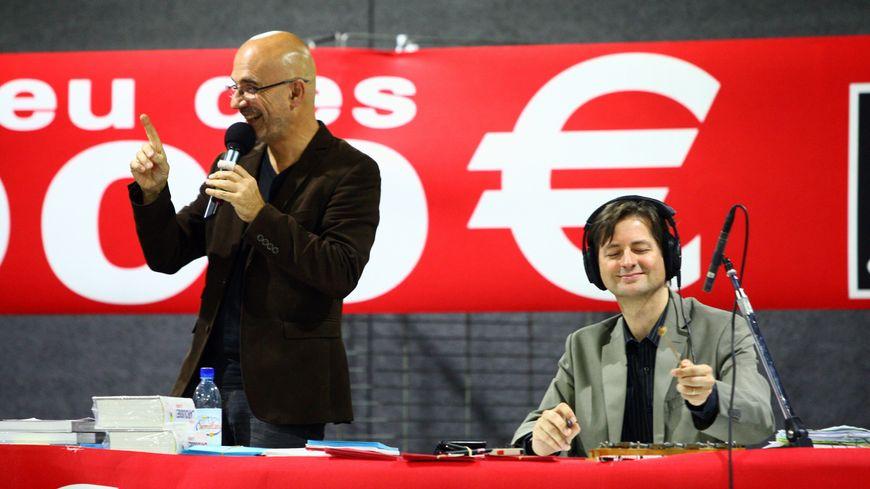 L'animateur Nicolas Stoufflet et le réalisateur Yann Pailleret tapant le fatidique compte à rebours sur son glockenspiel