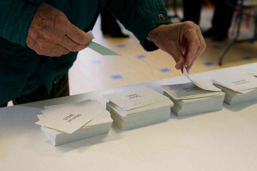 Bulletins de vote pour le premier tour de la primaire de la Belle Alliance Populaire, le 22 janvier 2017.