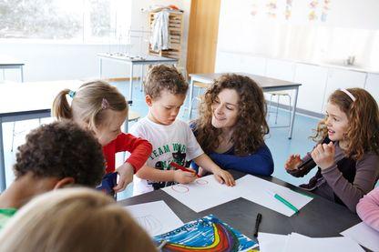 A l'étranger, certains tentent de réinventer l'école