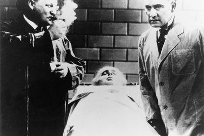 """Otto Wernicke et Rudolf Klein Rogge dans une scène du film """"Le testament du docteur Mabuse"""" dirigé par Fritz Lang (1932)"""