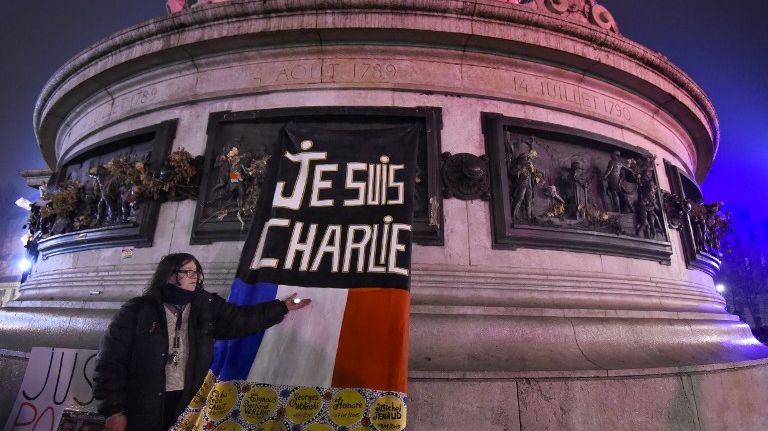 Les 7, 8 et 9 janvier 2015, l'attaque des frères Kouachi, contre la rédaction de Charlie Hebdo, et celle d'Amedi Coulibaly, à Montrouge et contre l'Hyper Cacher de la porte de Vincennes, avaient fait 17 morts