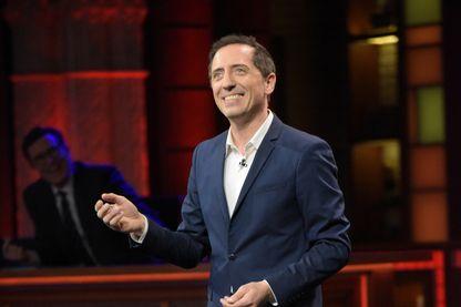 """Gad Elmaleh à la conquête de l'Amérique ? L'humoriste présentera la version française de """"Saturday Night Live"""" sur M6 dès jeudi soir. Et ici, sur la photo, il était invité du """"Late Show"""" de Stephen Colbert le 15/12/2016"""