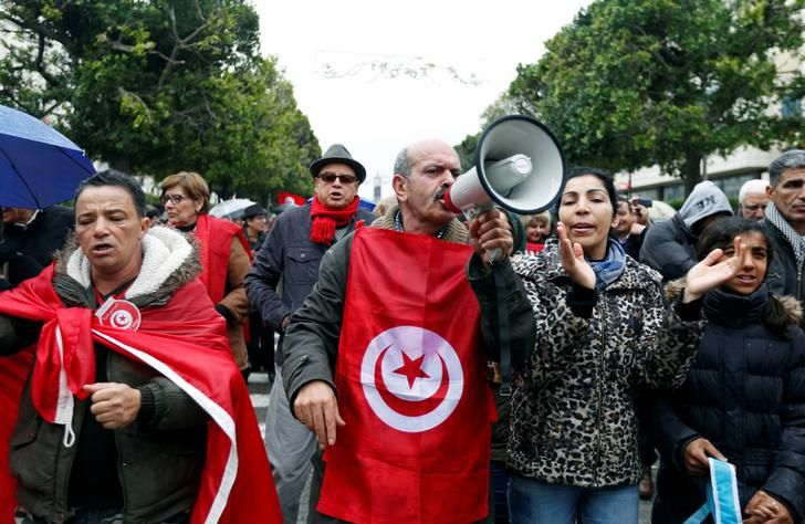 Un millier de Tunisiens manifestant dans le centre de Tunis pour protester contre le retour au pays des djihadistes, 8 janvier 2017