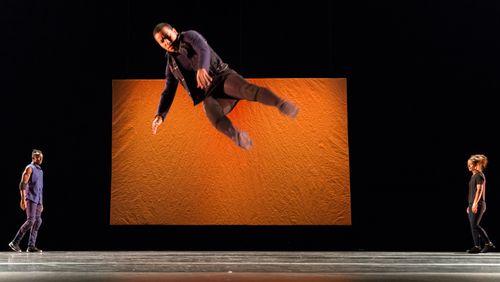 Épisode 4 : Bouba Landrille Tchouda, chorégraphe, « Boomerang » pièce pour 8 danseurs