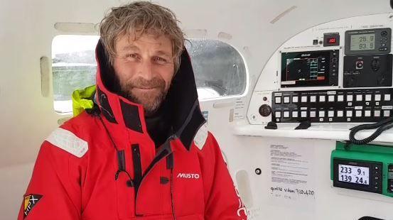Bernard Stamm , équipier de Francis Joyon sur Idec Sport dans le Trophée Jules Verne