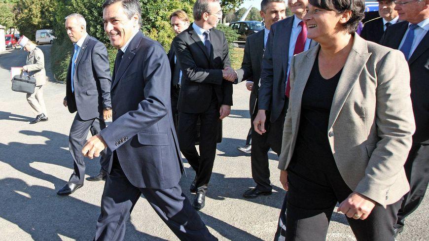 L'ancienne secrétaire départementale Les Républicains avec François Fillon en 2011 au congrès des maires. La maire de Fresnay-sur-Sarthe a renoncé à se présenter aux élections législatives.